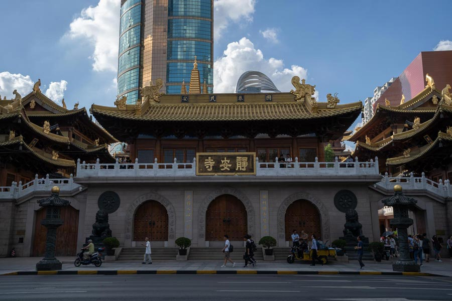 Jing'an Temple - Frontage.jpg