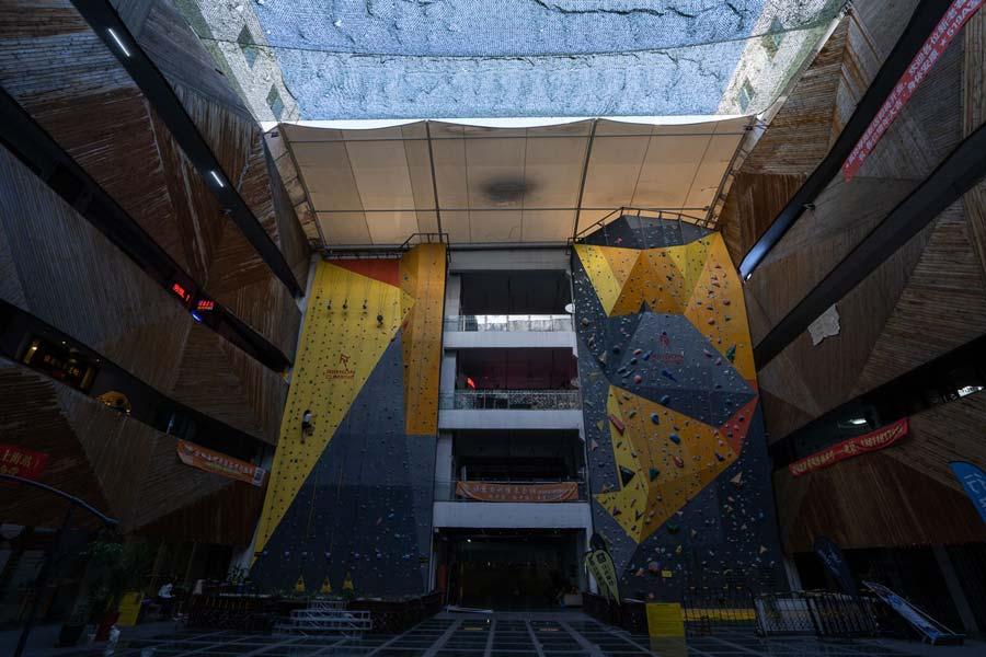 Rock-climb in 800 Art Space.jpg